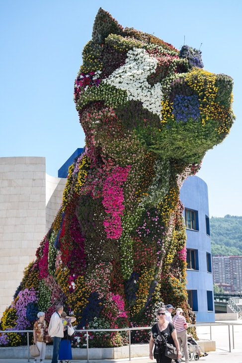 'Puppy' by artist Jeff Koons, in the front plaza of the Guggenheim Museum Bilbao in Bilbao, Spain