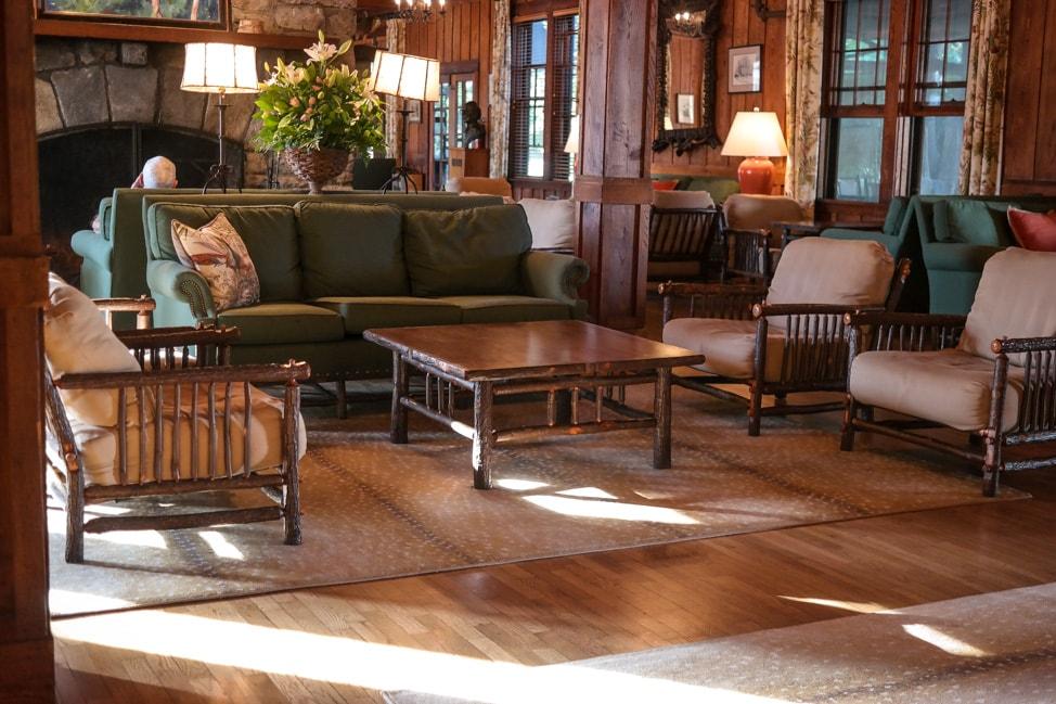 High Hampton Inn: the seating area in the main lobby