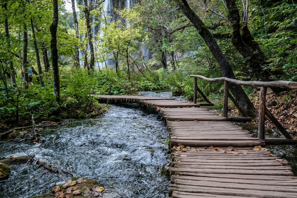 Visiting Plitvice Lakes: more of the wooden walkways over the lakes