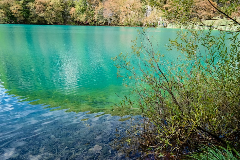 Visiting Plitvice Lakes: the azure colored waters