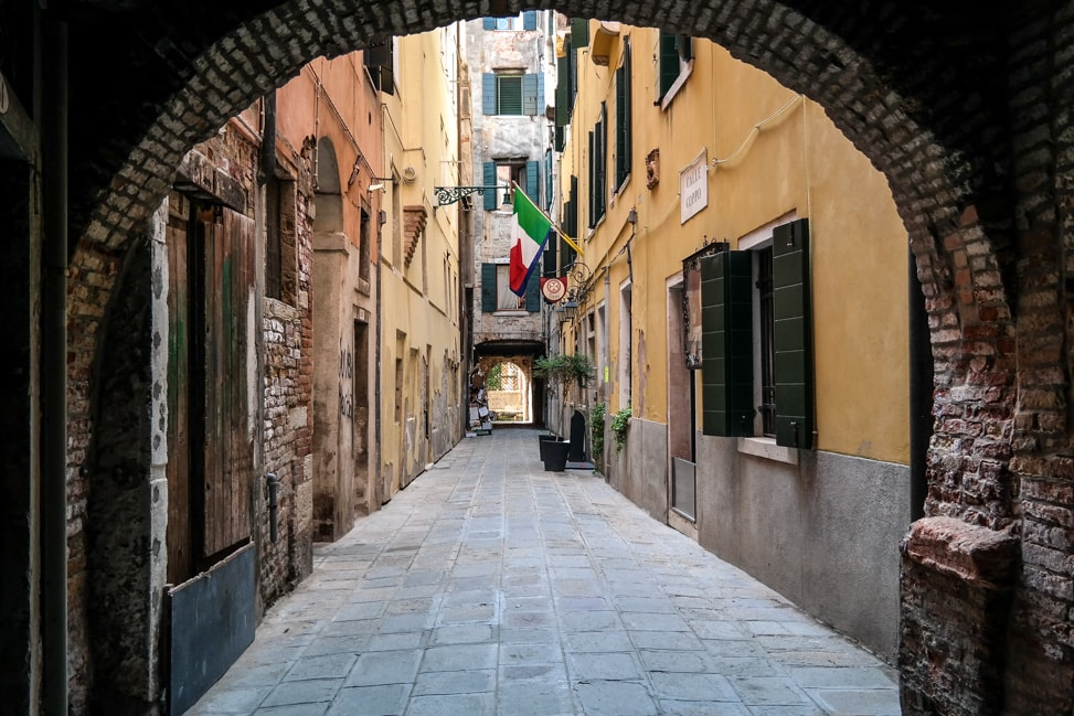 Venice Walking Tour: narrow back alleys of Venice