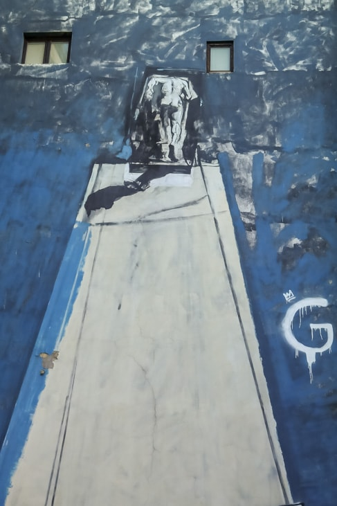 belgrade street art: blue tall