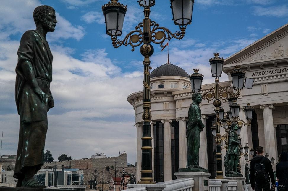 skopje 2014 line of statues