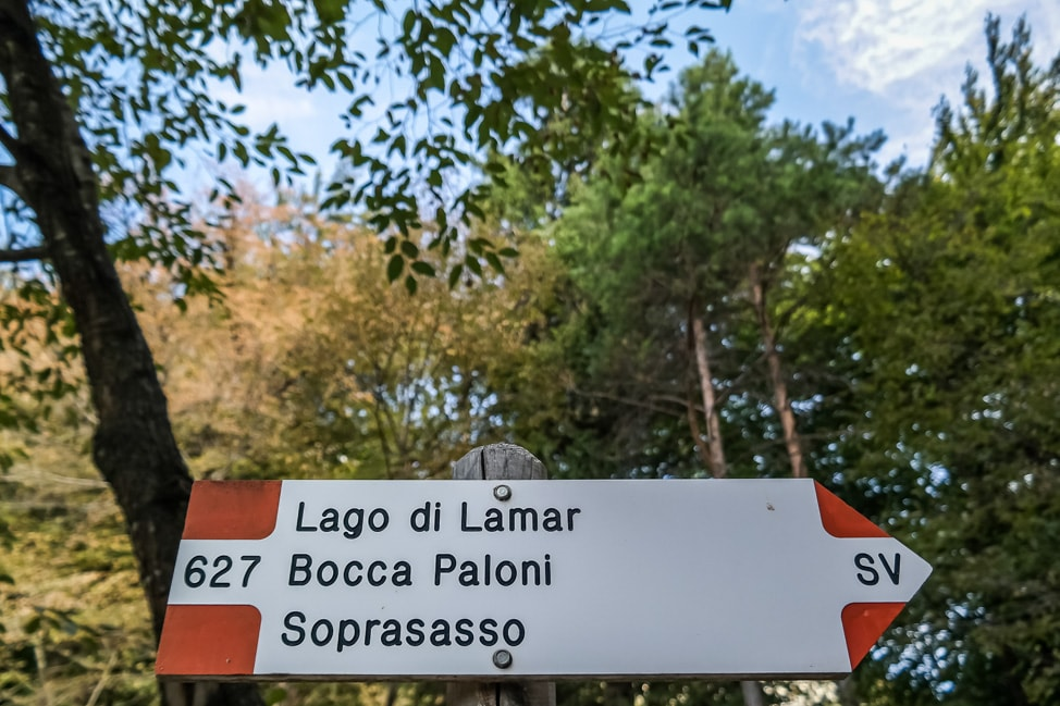 hiking in italy sign