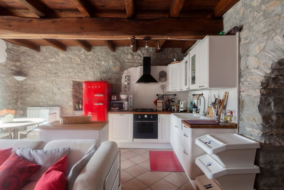 7 Airbnb tips for first time users: a old, stone house in a hilltop Italian village