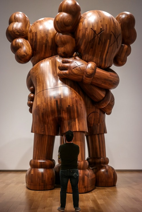 Visit Fort Worth: huge wooden statue at the Modern Museum of Art of Fort Worth