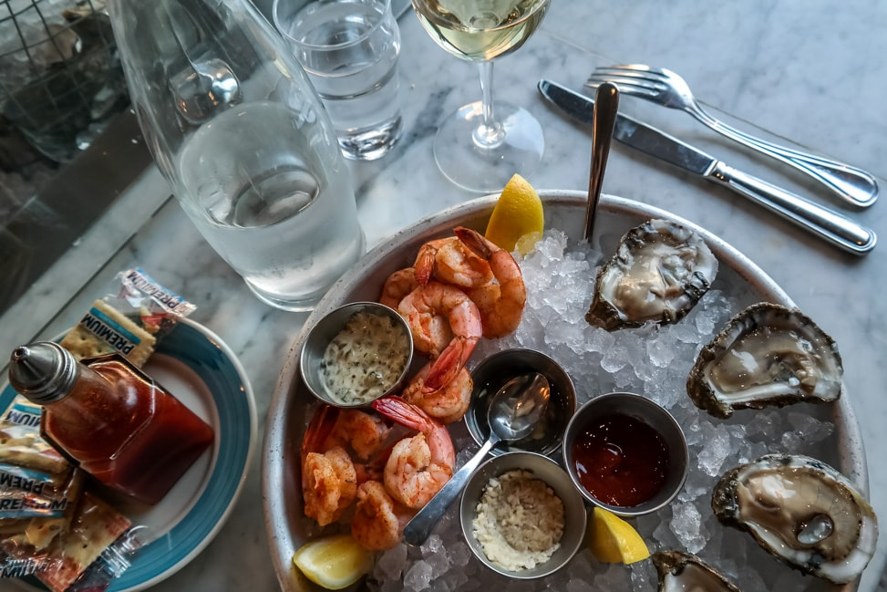 The best Charleston happy hour for oysters