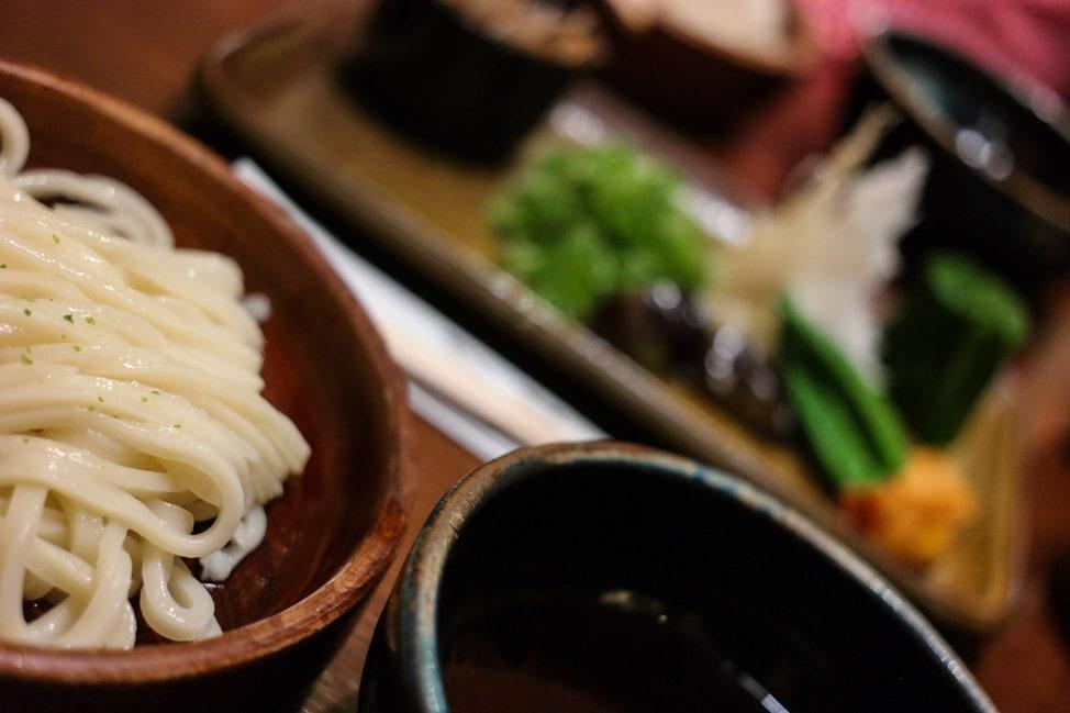 https://www.driveontheleft.com/kyoto-geishas-soba-bamboo/